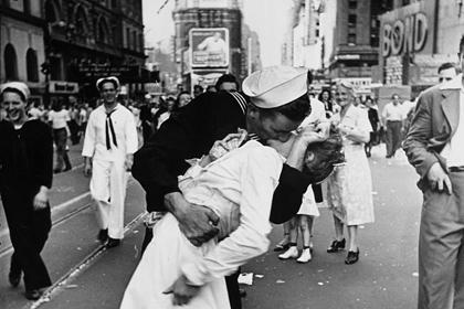 Поцелуй на Таймс-Сквер. Детективная история с фотографией