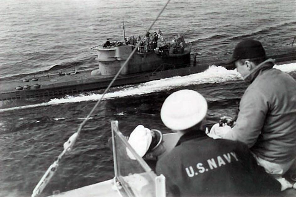 U-234_na_buksire.jpg