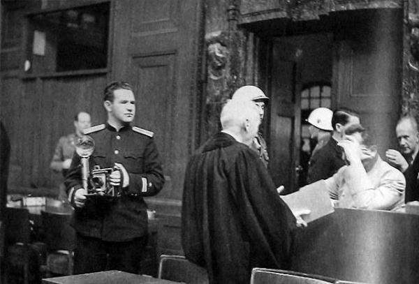 Евгений Халдей на Нюрнбергском процессе.